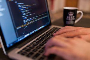 Bild von einem Laptop - Lernhilfen im Kurs als Lernunterlagen. Ihr Tablet kostenlos im Kurspreis inbegriffen.
