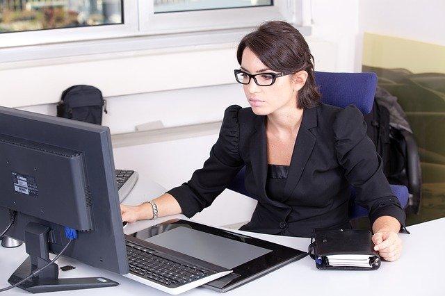 Bilanzbuchhalter unterstützt beim Finanzmanagement. - Bild